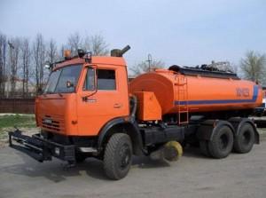 Вместительность металлической цистерны – около 6 000 литров